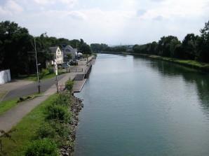 Bootshaus verlassen am Kanal Dortmund