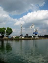 Kräne am Verladehafen